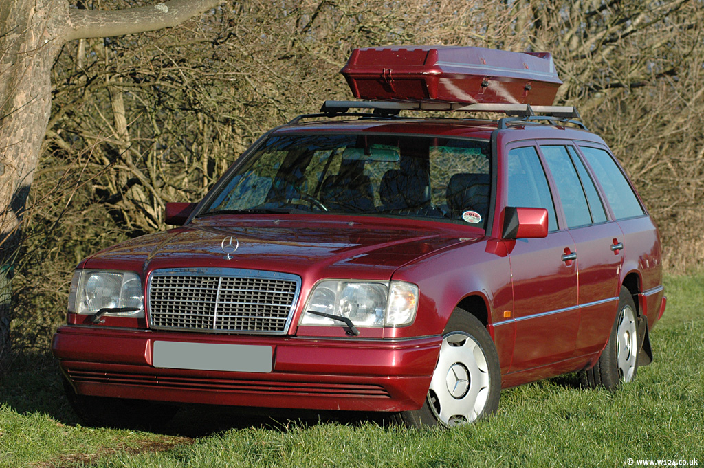 W124 estate any modern roof bars fit mercedes benz for Mercedes benz roof box 450 dimensions